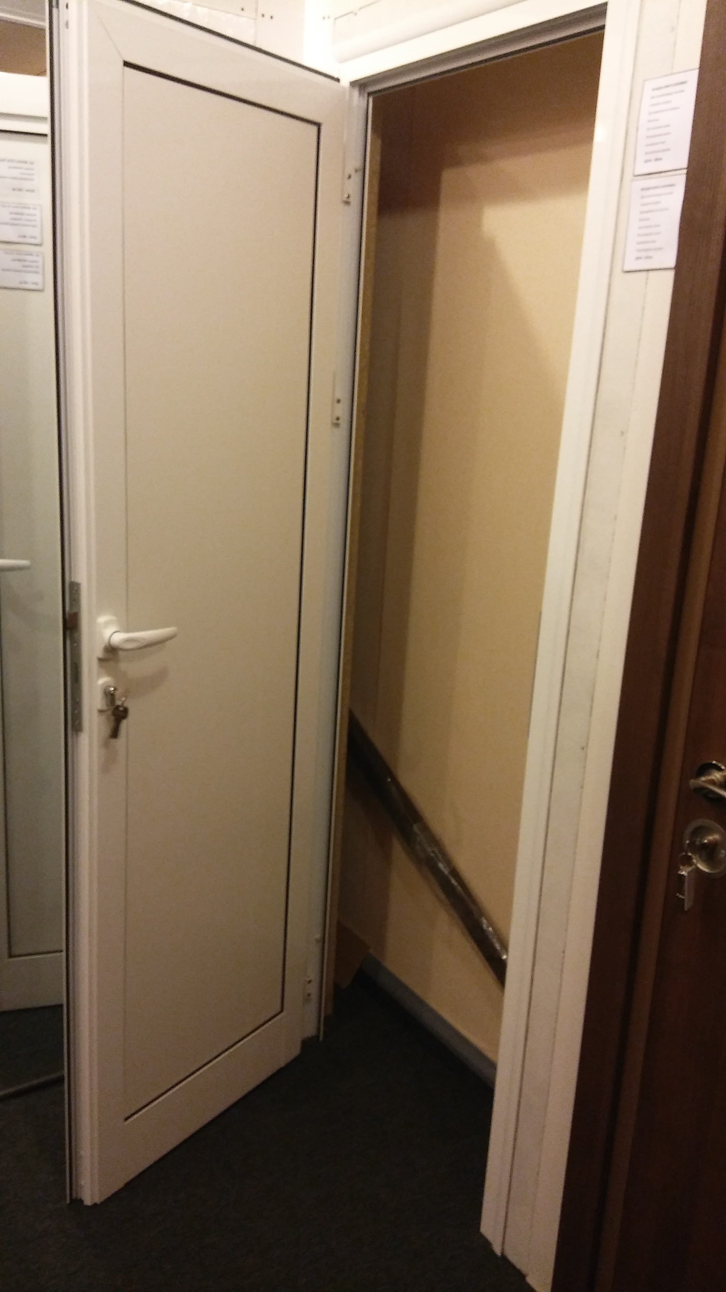 Алуминиева врата за баня